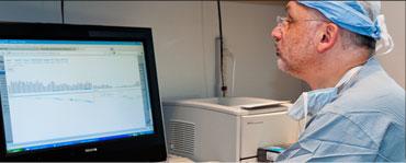 Dr Raphael Bueno analyzing data