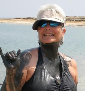 sissy-mudbath-at-dead-sea
